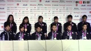 競泳メダリスト11人がそろって会見