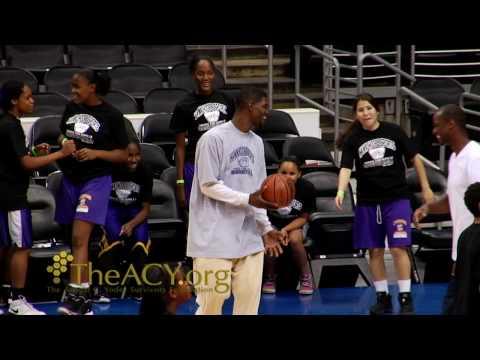 (Celebrity) (NBA) (Basketball) - Juaquin Hawkins Shows Kids Basketball Camp