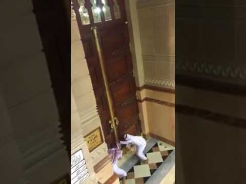 Watch how they open door for fajr on Eid al-Fitr at Masjid an-Nabawi, Madinah - 2017