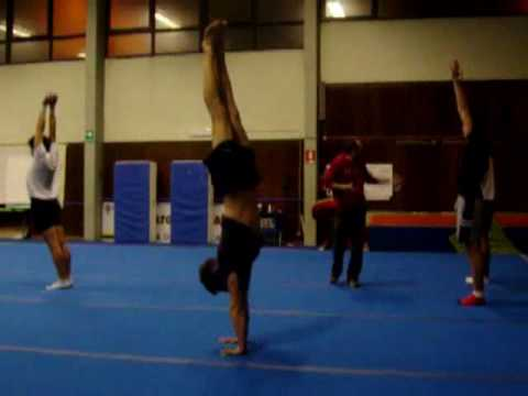 ginnastica acrobatica - YouTube 5dc1b4f23ce