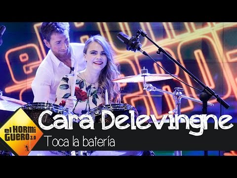 Cara Delevingne toca la batería en El Hormiguero 30