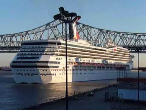 Carnival Triumph in New Orleans (Time lapse)