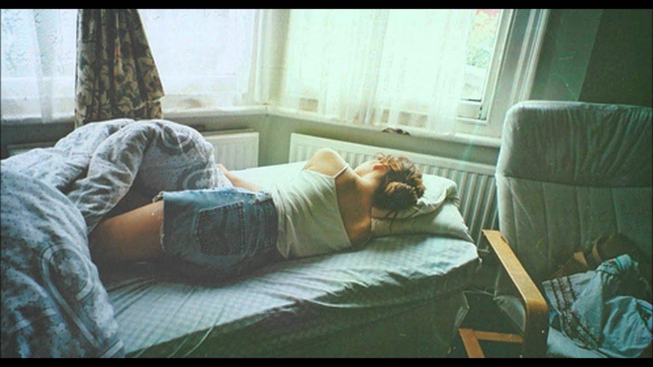 Chica topless en Adolescente durmiendo