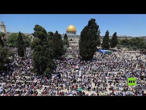 سبعون ألف شخص يؤدون صلاة -الجمعة الأخيرة- من رمضان بالمسجد الأقصى رغم القيود  - 19:59-2021 / 5 / 7