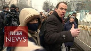 How to report while being manhandled by security in China - BBC News -  YouTube