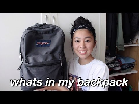 What's In My Backpack 2017!