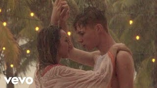 Смотреть клип Hrvy - La La La La / Means I Love You Ft. Stylo G