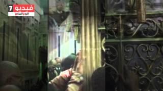 بالفيديو..شاهد مدير أمن القاهرة يقرأ القرآن فى ضريح السيدة نفيسة