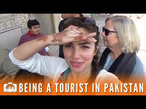 BEING A TOURIST IN PAKISTAN | Lahore Fort (Pakistan #11)