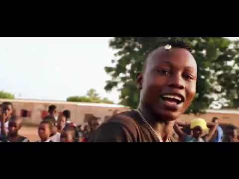 lil-b-ft.-kizzo-ode-magni-(clip-officiel)