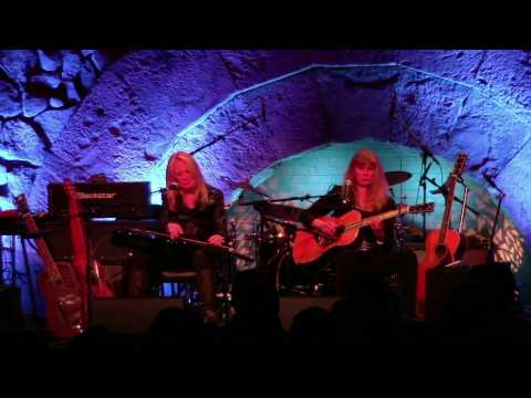 Rory Block & Cindy Cashdollar perform Mississippi Blues  Bethel Woods  October 29, 2016
