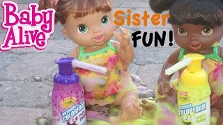 BABY ALIVE Sisters Play With Paint & Take A Bath!!