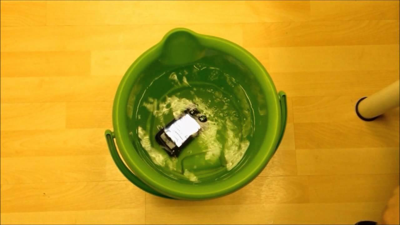בדיקת עמידות כיסוי נגד מים JoyFactory RainBallet לאייפון 4/4S