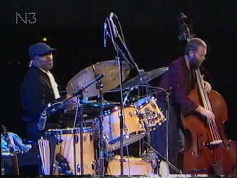 Jazzfest Berlin 1990 - (III) - Pat Metheny Trio - Dave Holland (b) - Roy Haynes (dr) deel 7.avi
