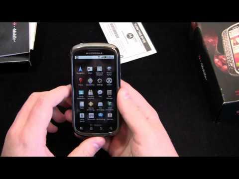 Motorola CLIQ 2 Unboxing