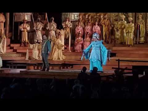 Acemi Gezenti Arena Di Verona'da Turandot Izlerken Görüldü.