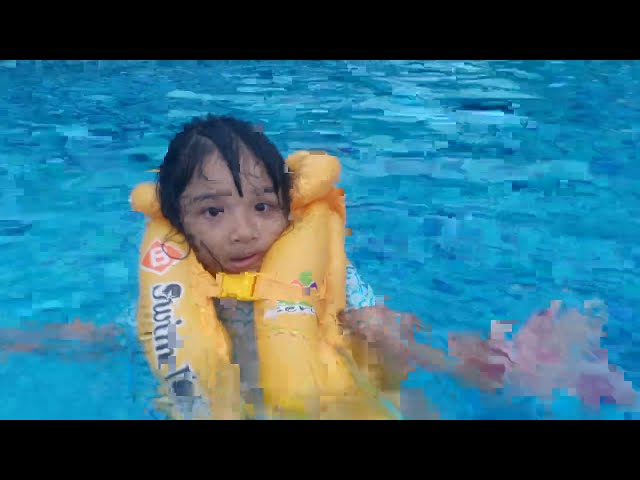 Berenang Naik Perosotan Kolam Arus Anak Anak
