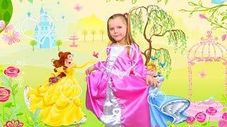 Полина как принцесса собирается на бал