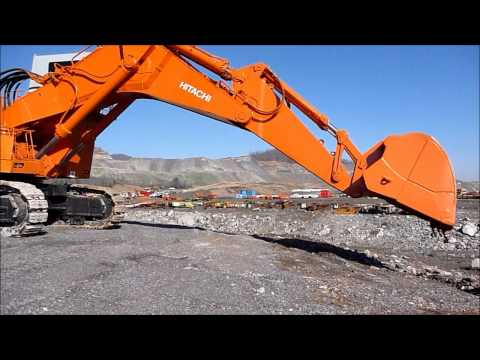 Hitachi EX1800 Excavator In Action