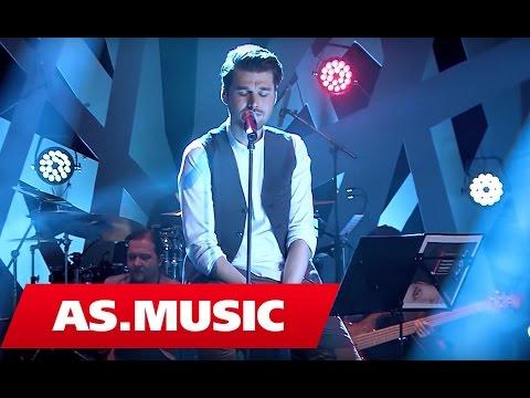 "Alban Skenderaj - Ata sy - ""Tingujt E Ditarit Tim"" ( Live Acoustic )"