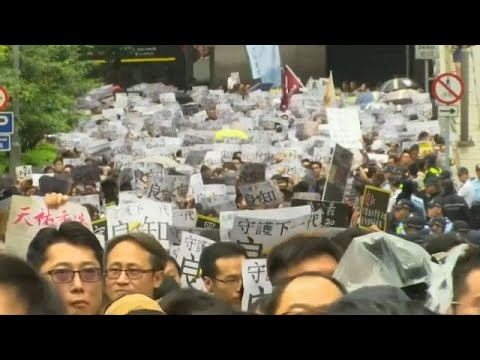 Euronews:Hongkongers stage anti-government protests in the rain marking the eleventh week of demonstrations