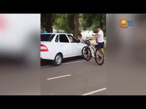 """ДТП в Невинномысске: Водитель """"приоры"""" сбил велосипедистов"""