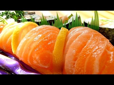 Eating Japanese food Sushi 'Salmon nigiri & makizushi' (ASMR)