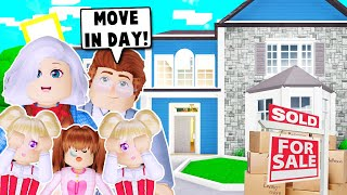 MOVING INTO OUR NEW FAMILY MANSION ON BLOXBURG! (Roblox)