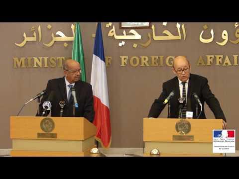 Jean-Yves Le Drian à Alger pour «préparer le déplacement d'Emmanuel Macron»