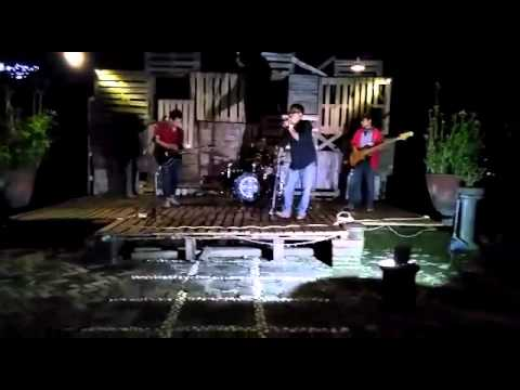 JungleTheory Project - Sunday Morning (Maroon 5 Cover) Live @WoodStock Caffe Jogja
