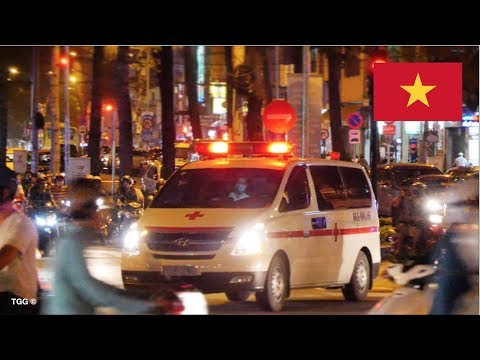 [Crazy LED Lights] Saigon (Vietnam) Ambulance Responding Through Heavy Traffic