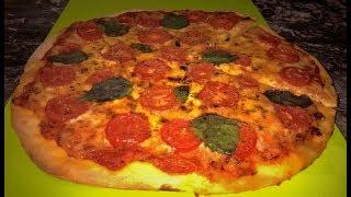 Пицца Маргарита. Пицца как в пиццерии. Итальянское тесто для пиццы.