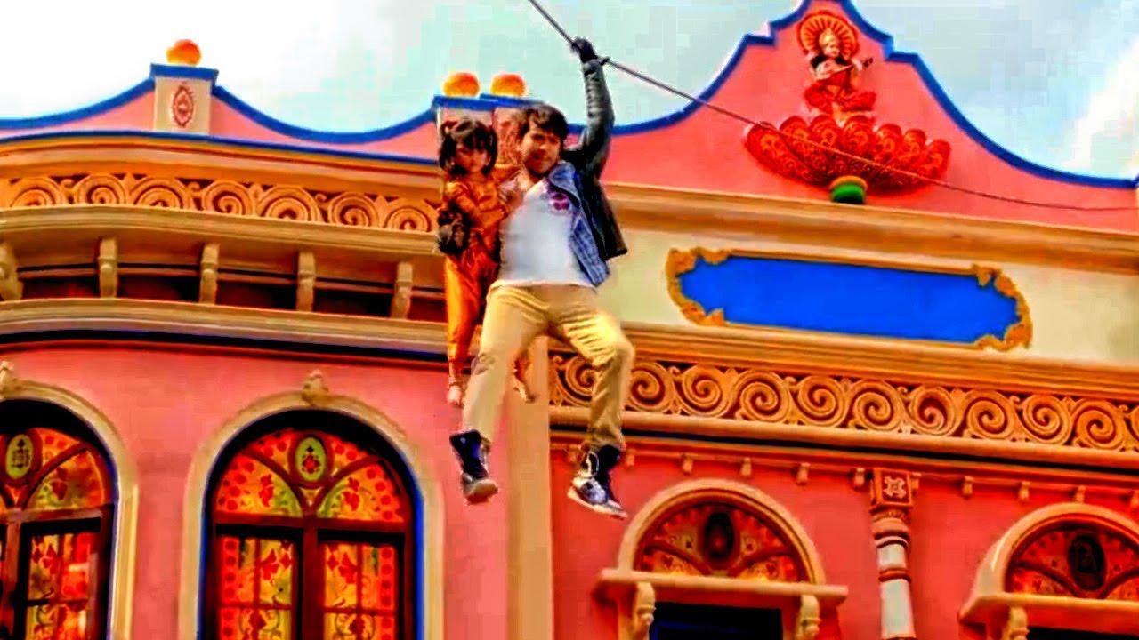 Download देखिये कैसे एक अनजान बच्ची के लिए राम चरण ने लगा दी अपनी जान | Ram Charan Best Yevadu 2 Scene