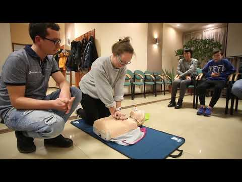 Pierwsza pomoc z użyciem defibrylatora AED