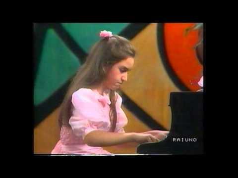 "R.Schumann: ""Abegg"" Variations Op.1   GLORIA D'ATRI  (Aged 12) Live 1988"