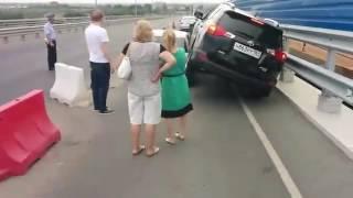 Ростовчанин хотел объехать пробку, а въехал в окно Mercedes Ростов-на-Дону 20.06.2016