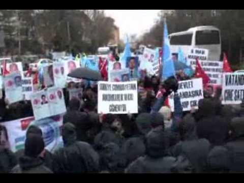 Tajikistan 3 Uyghur Türkiye Puqrasini Qolgha Élip Xitaygha Tapshurup Bergen-Enqerede Namayish
