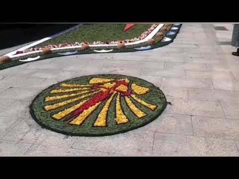 Sarria mantiene la tradición de las alfombras florales