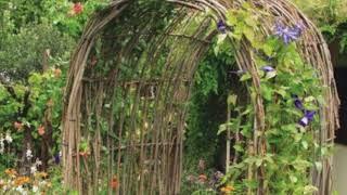 jardines con arcos para ver y disfrutar (Gardens with Arches yo view and enjoy)