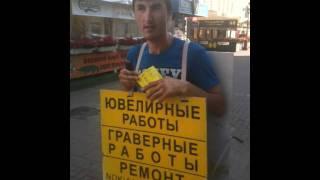 Видео-опрос: Можно ли найти любовь в интернете?(Сотрудники сайта знакомств Teamo.ru опросили прохожих: Можно ли найти любовь в интернете?, 2011-07-25T14:22:41.000Z)