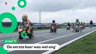 Kinderen crossen op het EK Mini Road Racing