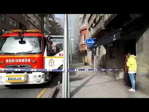 Un incendio en un bazar chino obliga a desalojar un edificio en la calle Peregrina de Pontevedra