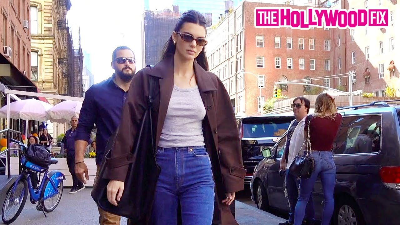 Kendall Jenner Gets Told To Smile Because Of The Nice Buildings Behind Her While Grabbing Lunch