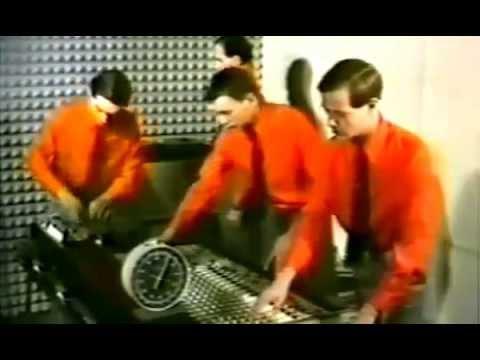 Kraftwerk - The Robots [Music Video 1978] - YouTubeKraftwerk The Robots