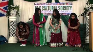 Pakistan Independence Day 2013   Girls Cultural Dance on Mera Des Mera Mahiya