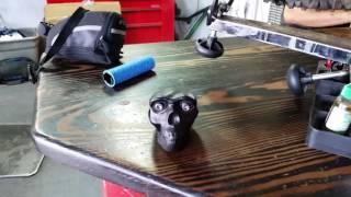 Вынос в форме черепа в ведомагазине FAT Tire в Sedona, Arizona