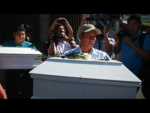 Entregan Osamentas De Familia Masacrada En Guerra Civil Salvadoreña | AFP
