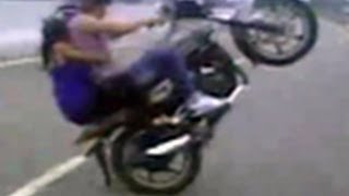 Youths doing dangerous bike stunts on Jhansi-Shivpuri highway