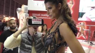 Repeat youtube video Micaela Schäfer zeigt ihrer Oma die Venus