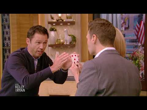 Jeffrey Donovan Performs a Magic Trick